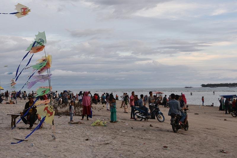 Pantai Tiku Primadona Wisata Kabupaten Agam Amcnews Co Id