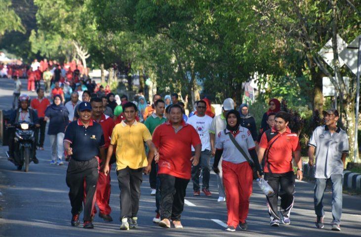 Ribuan Peserta Jalan Santai Padati Jalan Utama Lubuk Basung