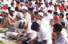 Ribuan Warga Shalat ID Bersama Bupati