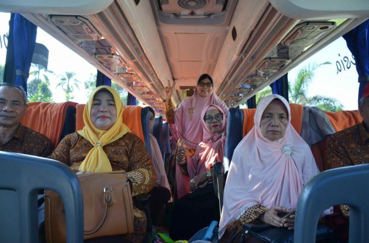 Sekab Agam Lepas Wisata Dakwah PWRI Agam ke Aceh
