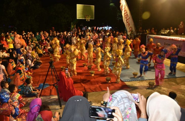 Pentas Seni Tradisi Minangkabau Hebohkan Panggung Utama Agam ECE 2018