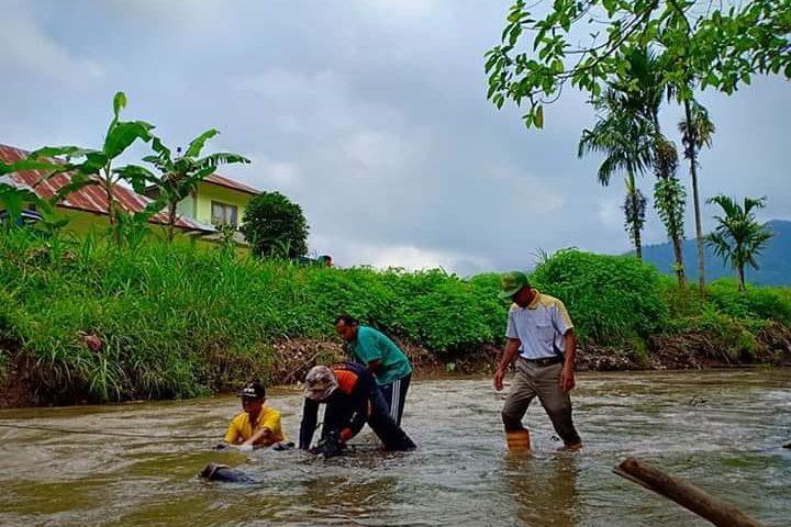 Peringati Sumpah Pemuda, Pemuda Kamang Magek Gelar Bersih-bersih