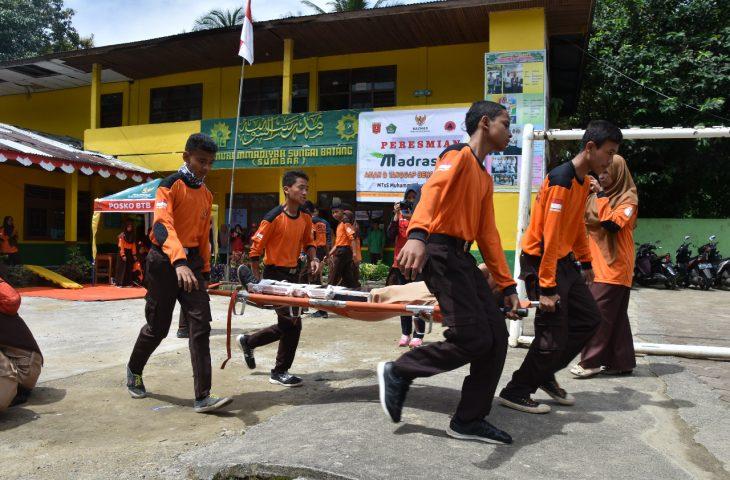 Siswa MTsS Muhammadiyah Berhamburan Diguncang Gempa 5,6 SR