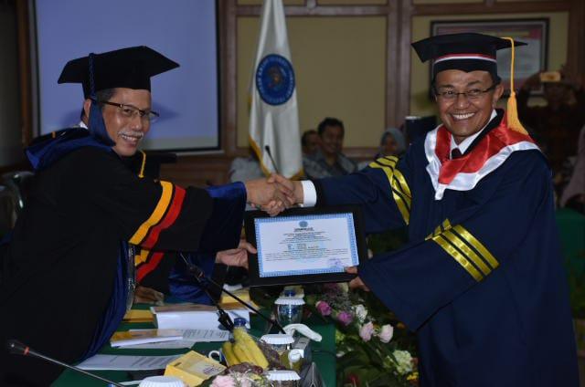 H.Indra Catri Resmi Sandang Gelar Doktor. Lulus Dengan Predikat Cumlaude IPK 3,82