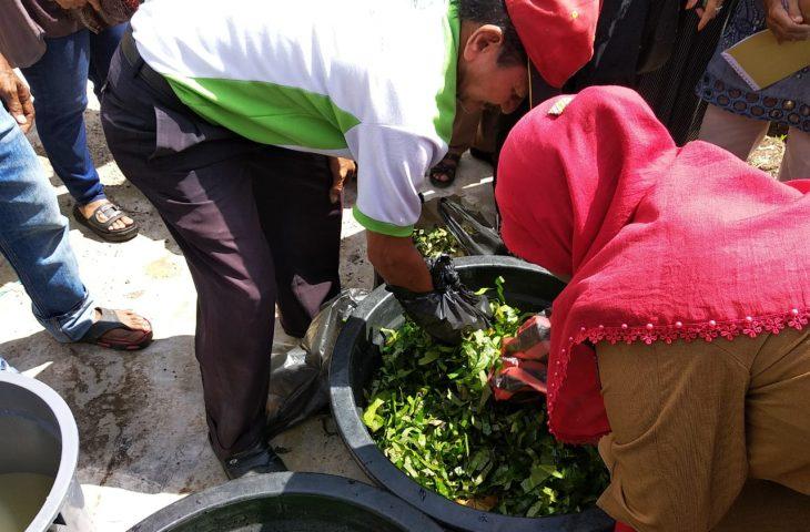 Pemerintah Nagari Garagahan Bekali Masyarakatnya Dengan Membuat Pupuk Organik
