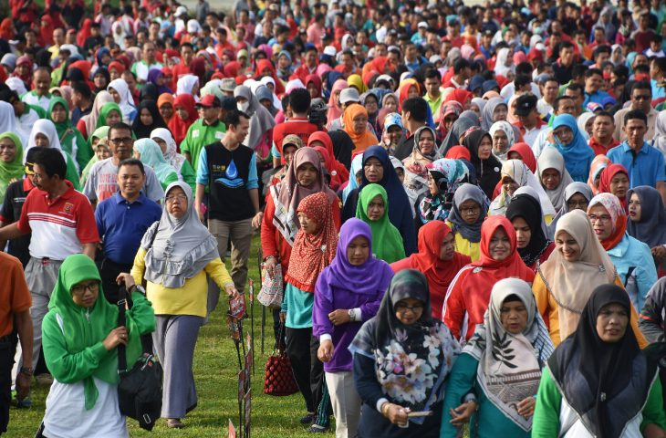 Ribuan Peserta Ikuti Gerak Jalan Santai Kerukunan HAB ke-73