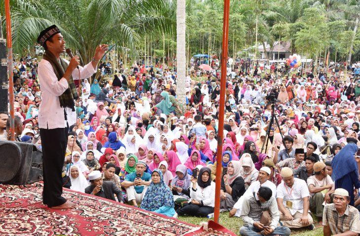 Dihadiri Ribuan Umat, UAS Bertausiyah di Kawasan Perkebunan Masyarakat Manggopoh