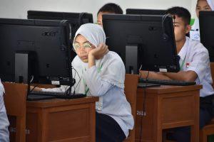 Bupati Indra Catri Monitoring UN, Hari Pertama Berlangsung Aman dan Lancar