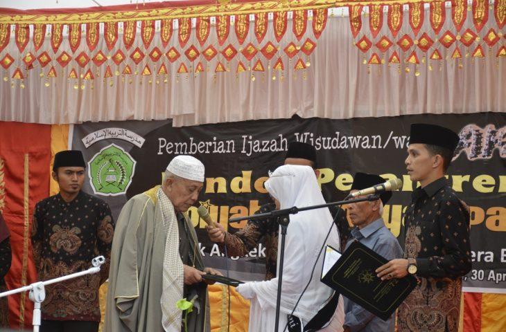 Ponpes Tarbiyah Islamiyah Pasir Ampek Angkek Wisuda 45 Santri dan Santriwati