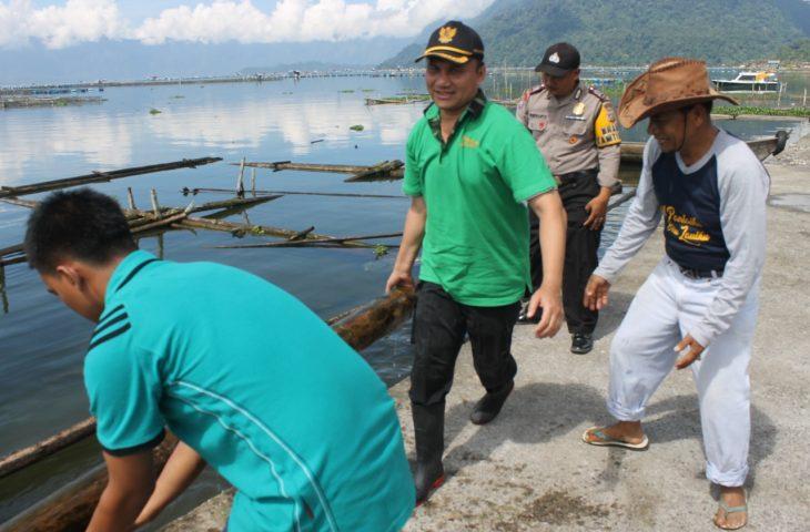 Save Maninjau: Pemkab Agam Bersihkan Enceng Gondok dan KJA di Danau Maninjau