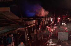 Kebakaran Pasar Lubuk Alung, Agam Turunkan 3 Armada Damkar