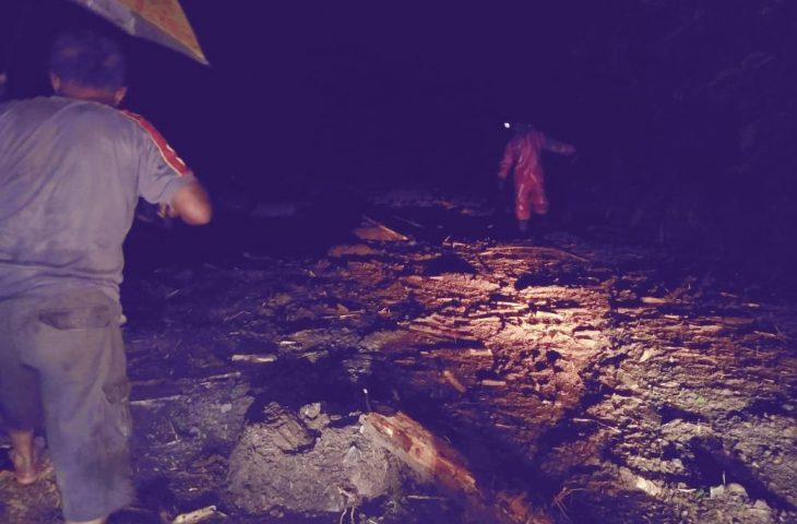 Akses Antar Jorong di Tanjung Raya Terputus Karena Tertimbun Longsor