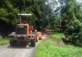 Kerahkan Alat Berat, BPBD Agam Bersihkan Material Longsor di Tanjung Raya