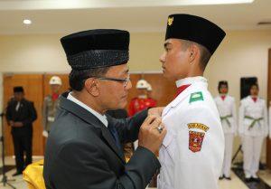 Indra Catri Kukuhkan 70 Anggota Paskibraka Agam 2019