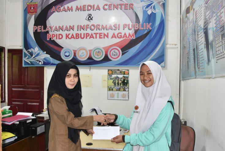 Nurul Amanda, Siswi SMAN 2 Bukittinggi Juara I Lomba Menulis Kepariwisataan Agam