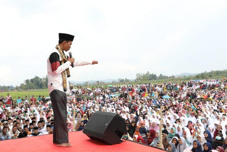 Ribuan Warga Canduang Tumpah Ruah Dengarkan Ceramah UAS