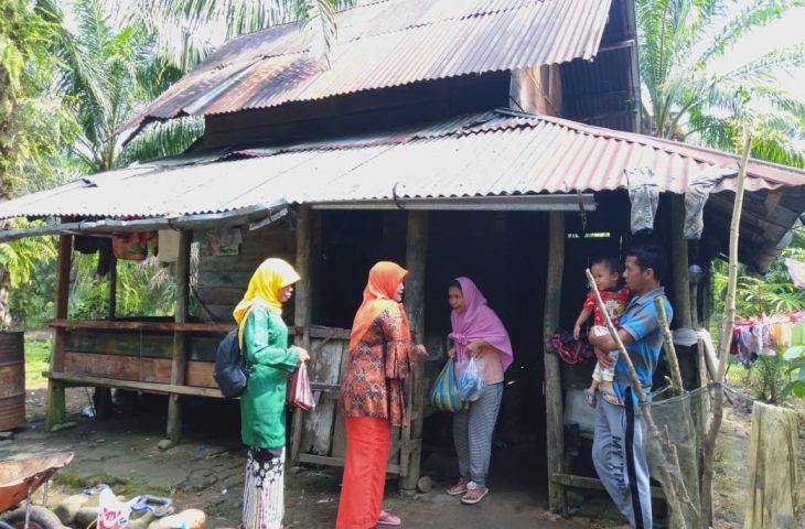 Jum'at Berkah, Camat Ampek Nagari Salurkan Bantuan Kepada KK Kurang Mampu