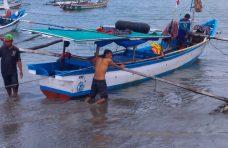 Kapal Tenggelam di Laut Tiku, Empat Nelayan Selamat