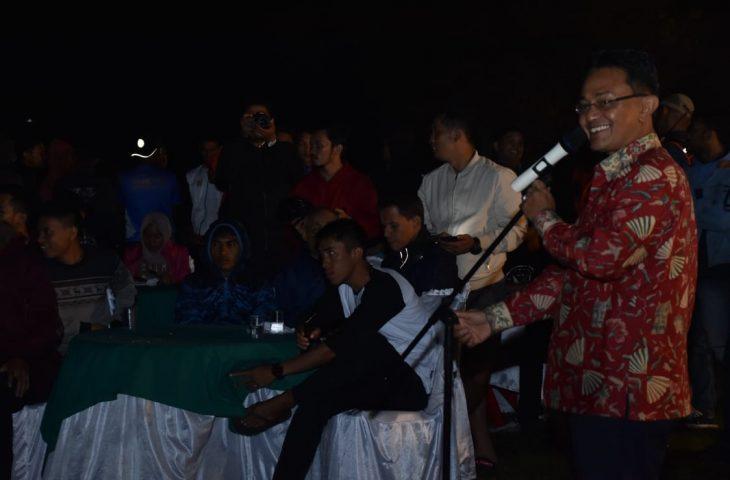 Indra Catri Sambut Kedatangan Peserta Minang Geopark Run