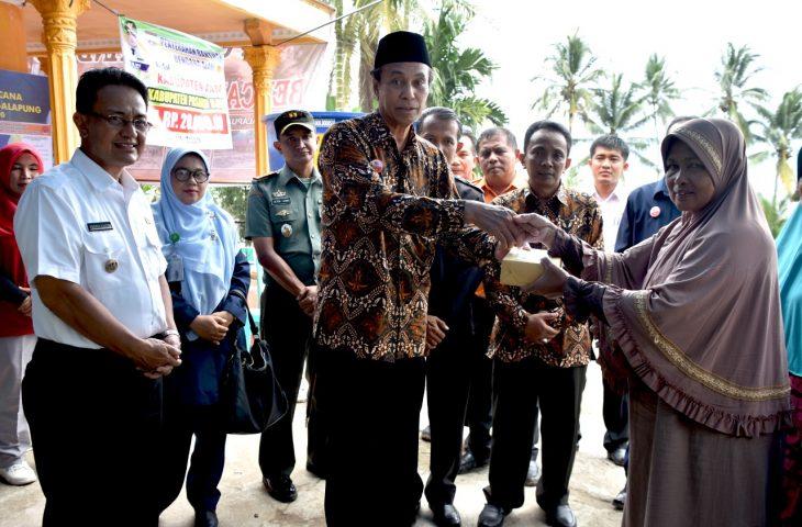 Berikan Bantuan, Ketua PTA Padang bersama Indra Catri Kunjungi Lokasi Bencana Galapuang