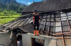 Dua Unit Rumah Rusak Diterjang Angin Kencang di Tanjung Raya