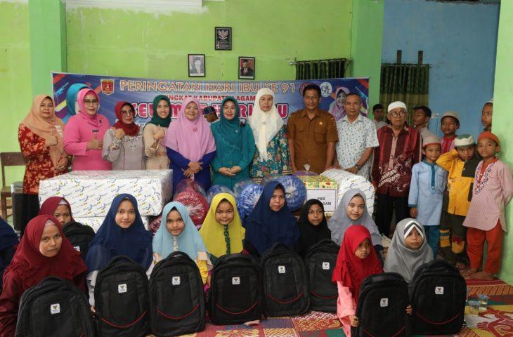 Anjangsana ke Panti Asuhan, GOW Agam Serahkan Bantuan Perlengkapan Sekolah