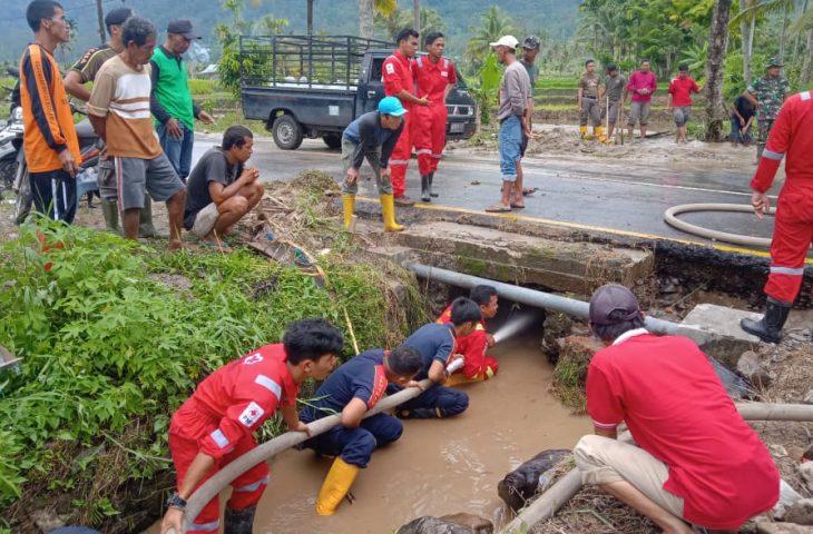 Pembersihan Longsor Sungai Rangeh Dilanjutkan, Tim Dibagi Tiga