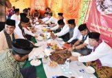 Keluarga Besar Unbrah Disuguhi Makan Bajamba