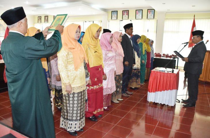 Pengangkatan Pertama Sebagai Pejabat Fungsional, 28 Guru Dilantik dan Diambil Sumpahnya