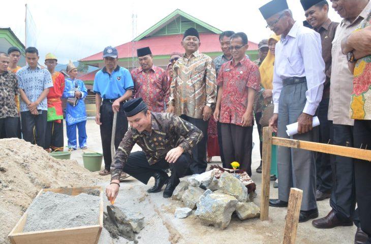 Pembangunan Surau H Ridjal Abdullah SMAN I Kamang Magek Dimulai, Wabup Letakkan Batu Pertama