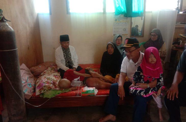 Indra Catri Kunjungi Anak Penderita Kanker Tulang di Lubuk Basung