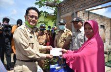Indra Catri Salurkan Bantuan untuk Korban Puting Beliung di Ampek Angkek