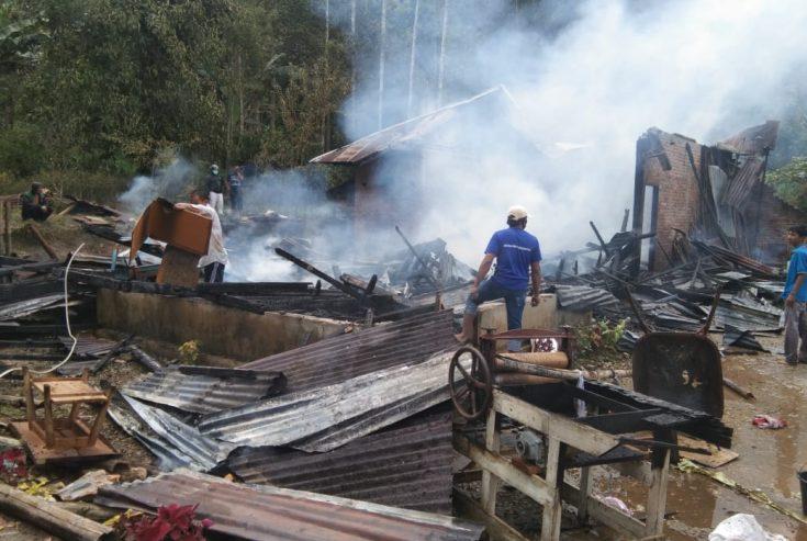 Dalam Suasana Ramadhan, Rumah Amrizal di Jorong Solok Terbakar