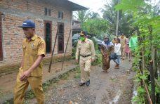 Bupati Agam Serahkan Bantuan Sembako untuk 35 KK Korban Banjir Sitanang