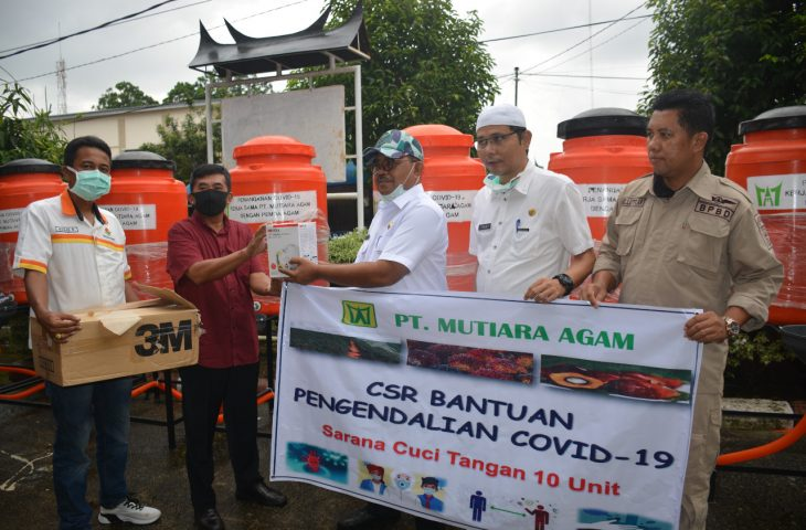 Lawan Corona, PT Mutiara Agam Berikan Bantuan Tempat Cuci Tangan dan Masker N95