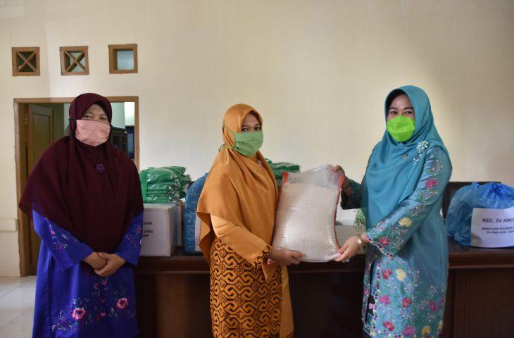LKKS Agam Salurkan Bantuan Beras untuk Lansia