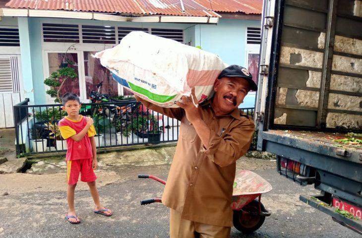 4,4 Ton Sayuran Dibagikan untuk Masyarakat Kurang Mampu di Palembayan