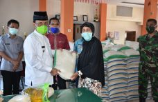 Manfaatkan Dana Desa, Nagari Taluak IV Suku Salurkan 350 Paket Sembako
