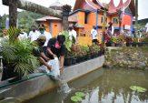 Pemnag Pasia Laweh Terima Bantuan Bibit Ikan dan Sayuran untuk Cadangan Pangan
