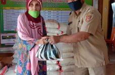 Program Tali Kasih, Pemnag Tiku Selatan Salurkan 85 Paket Sembako Pada Lansia dan Disabilitas