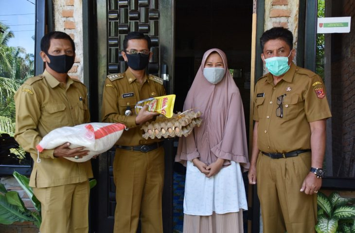 Isolasi Mandiri, 5 KK di Kubu Anau Diberikan Bantuan Sembako