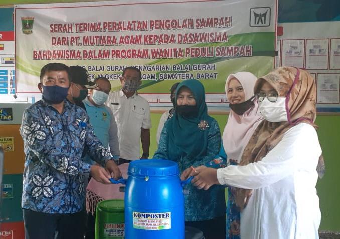 Dasawisma Bahdawisma VI Terima Bantuan CSR PT Mutiara Agam
