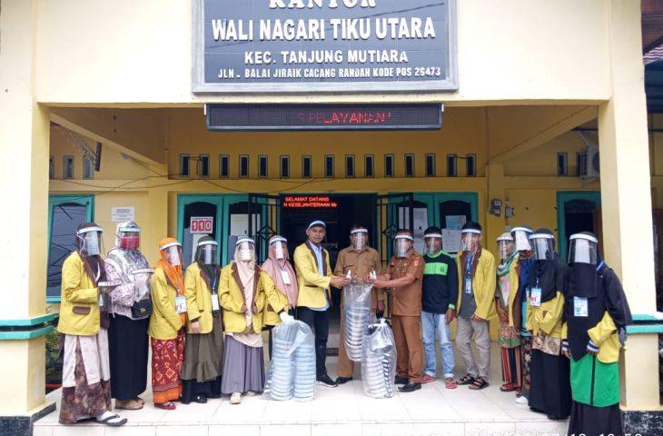 Mahasiswa KKN IAIN Bukittinggi Bagikan 250 Face Shield Buatan Sendiri di Tanjung Mutiara