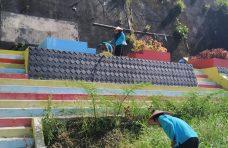 Masyarakat Matur Hilia Goro Membersihkan Taman 'Welcom To Matur'