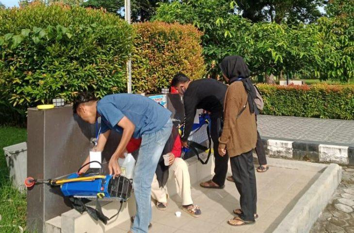 Proker Mahasiswa KKN UNP-Unand Sterilisasi Sarana Ibadah di Lubukbasung