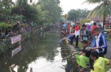 """Ratusan Pemancing """"Serbu""""  Ikan Larangan Rimbo Nunang"""