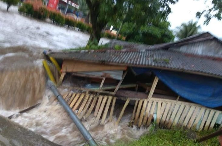 Air Drainase Meluap, Jalanan di Lubuk Basung Tergenang