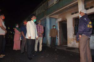 Tinjau Lokasi Kebakaran MTI Kapau, Bupati Agam Salurkan Bantuan