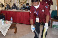 Cegah Penyebaran Covid-19, Berkas Bapaslon Disemprotkan Disinfektan