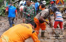 Akses Duo Koto-Baringin Tertutup Longsor, BPBD Agam dan Masyarakat Lakukan Pembersihan